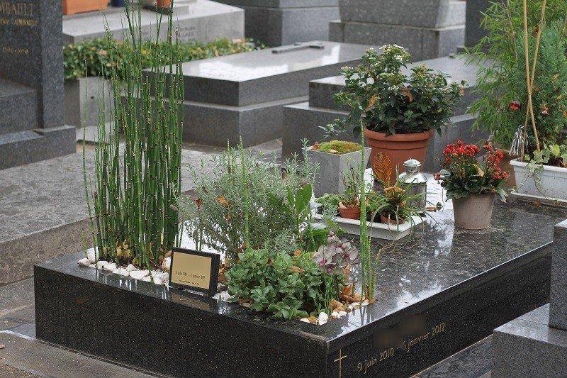 Jardini re pour fleurir une tombe for Achat jardiniere balcon