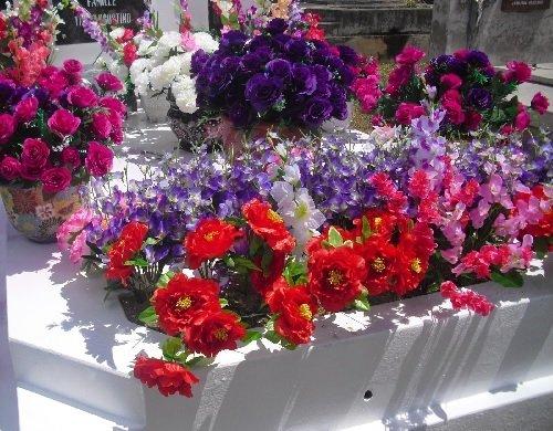 fleurs artificielles ou fra ches pour la toussaint meilleurs marbriers. Black Bedroom Furniture Sets. Home Design Ideas